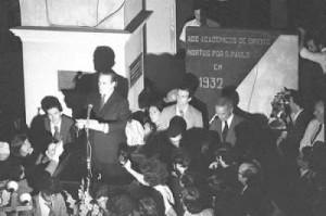 eitura da Carta aos Brasileiros - 8 de agosto de 1977 (foto - Campo Mello - OESP