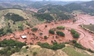 Cidade de Mariana coberta pela lama da Samarco