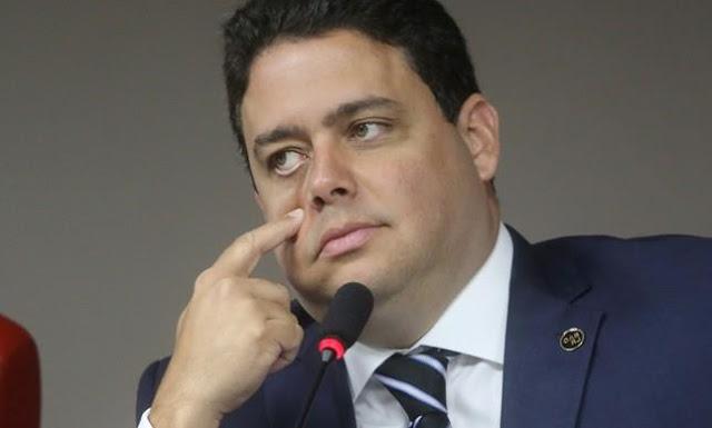 """Felipe Santa Cruz - advogado combativo, porém politicamente engajado na """"resistência"""" a Bolsonaro"""
