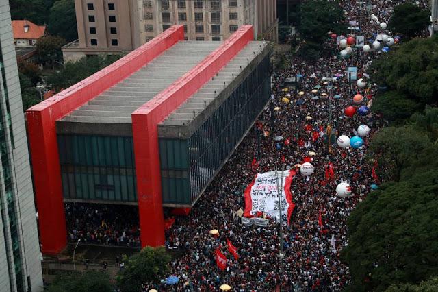"""Protesto em São Paulo, no dia 15 de maio de 2019 - confusão entre """"Cortes"""" e """"Contingenciamento"""" revela falha na comunicação do governo e favorece mobilização contrária"""